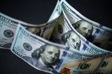 После поправки на инфляцию падение доллара не выглядит столь устрашающим